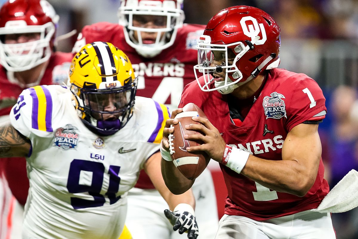 Oklahoma's Jalen Hurts (1) is rated the sixth-best quarterback prospect in this year's draft by ESPN's Mel Kiper, Jr., and figures to be available when the Bears draft in the second round. With Mitch Trubisky and Nick Foles set to battle for the starting job, the Bears aren't likely to draft a quarterback that early, but with general manager Ryan Pace, you never know.