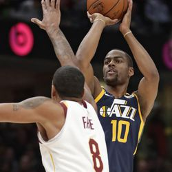 Utah Jazz's Alec Burks (10) shoots against Cleveland Cavaliers' Channing Frye (8) in the first half of an NBA basketball game, Saturday, Dec. 16, 2017, in Cleveland. (AP Photo/Tony Dejak)