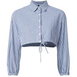 This cropped gingham shirt is so feminine and flirty. Wear it with beat up, high-waisted boyfriend jeans or cropped culottes.