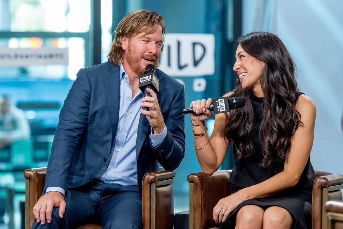 Hosts Chip And Joanna Gaines Of Hgtv S Fixer Upper The Show Production Company Was Recently Fined For Violating Epa Rules On Lead Paint