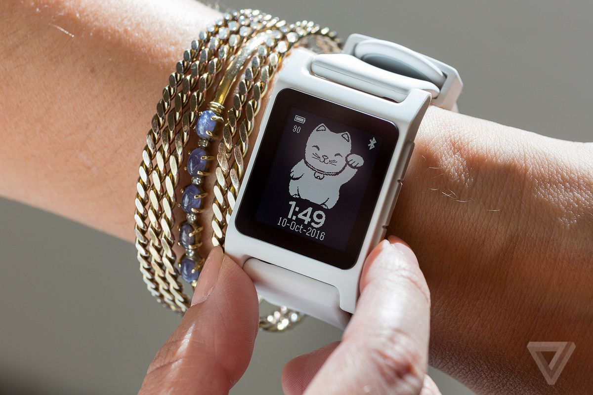 Fitbit will officially sink Pebble in June - here's the olive branch