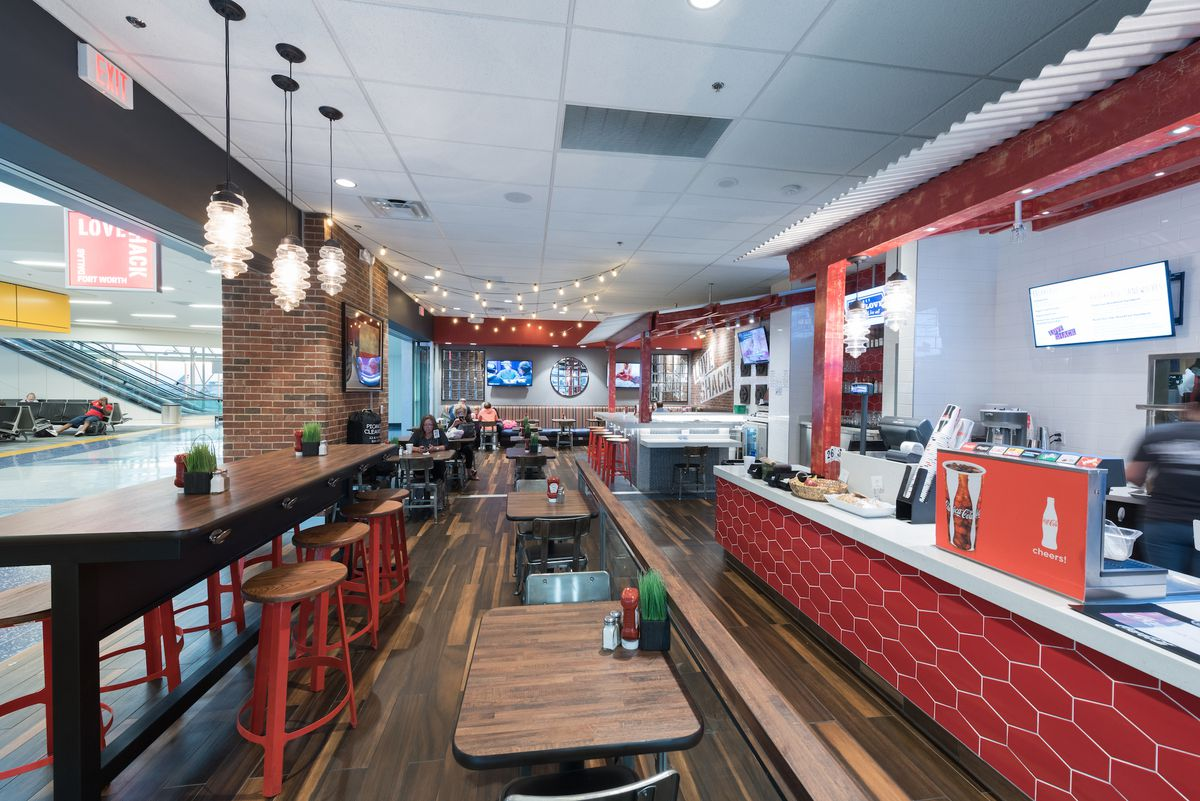 Chef Tim Love S Shack In Terminal E Courtesy Hmshost