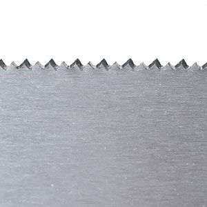 <p>Crosscut teeth are beveled to sever wood across the grain.</p>