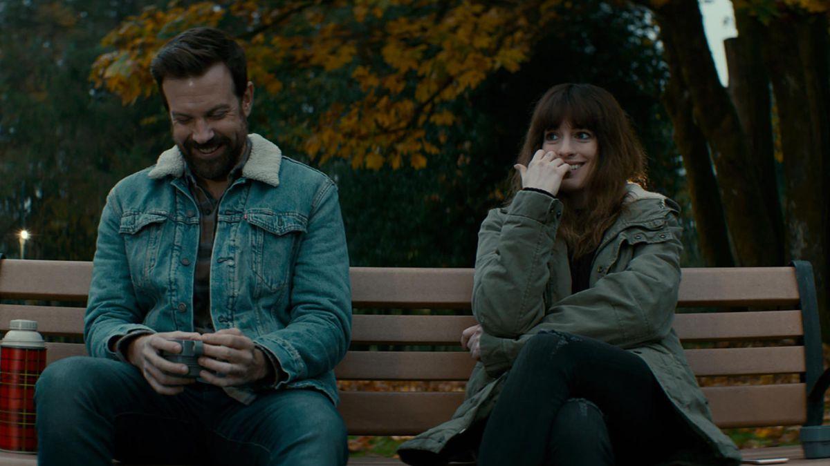 Colossal - Oscar and Gloria on a park bench