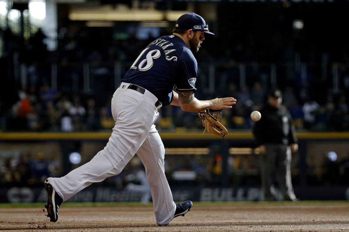 sale retailer ad911 c5749 Milwaukee Brewers announce Mike Moustakas signing, place ...