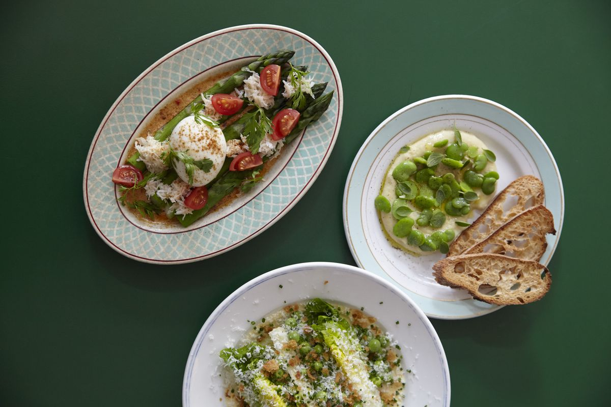 Broad beans and toast, little gem lettuce and asparagus at 40 Maltby Street in Bermondsey, the modern British restaurant that forms part of the best 24 hour restaurant travel itinerary for London — where to eat with one day in the city