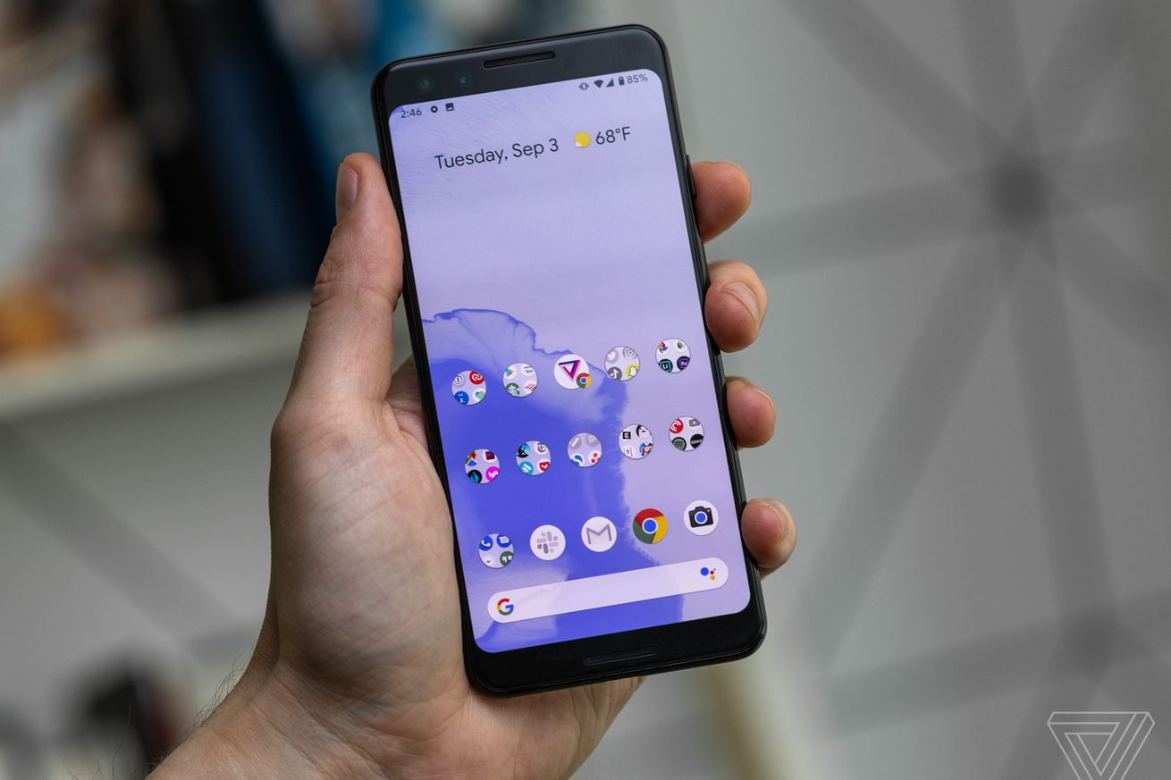 Android 10 Home Screen with some icons grayed out in Focus Mode
