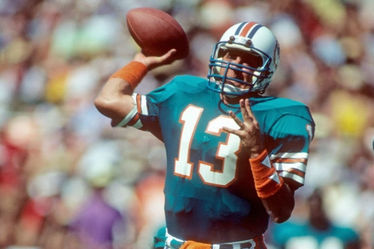6f7ca2cdb4a1 Marino Monday  Dan Marino leads the Dolphins to victory over the undefeated  Chicago Bears