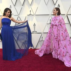 Tina Fey and Maya Rudolph arrive at the Oscars on Sunday, Feb. 24, 2019. | Jordan Strauss/Invision/AP
