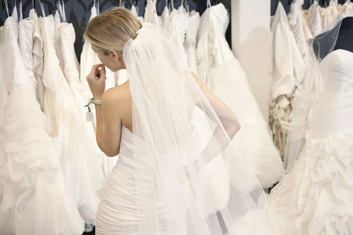 Score 75 Percent Off Designer Bridal Gowns at This Sample Sale ...