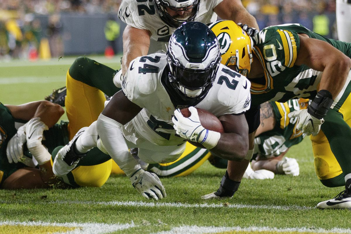Philadelphia Eagles running back Jordan Howard rushes for a touchdown during the fourth quarter against the Green Bay Packers at Lambeau Field.