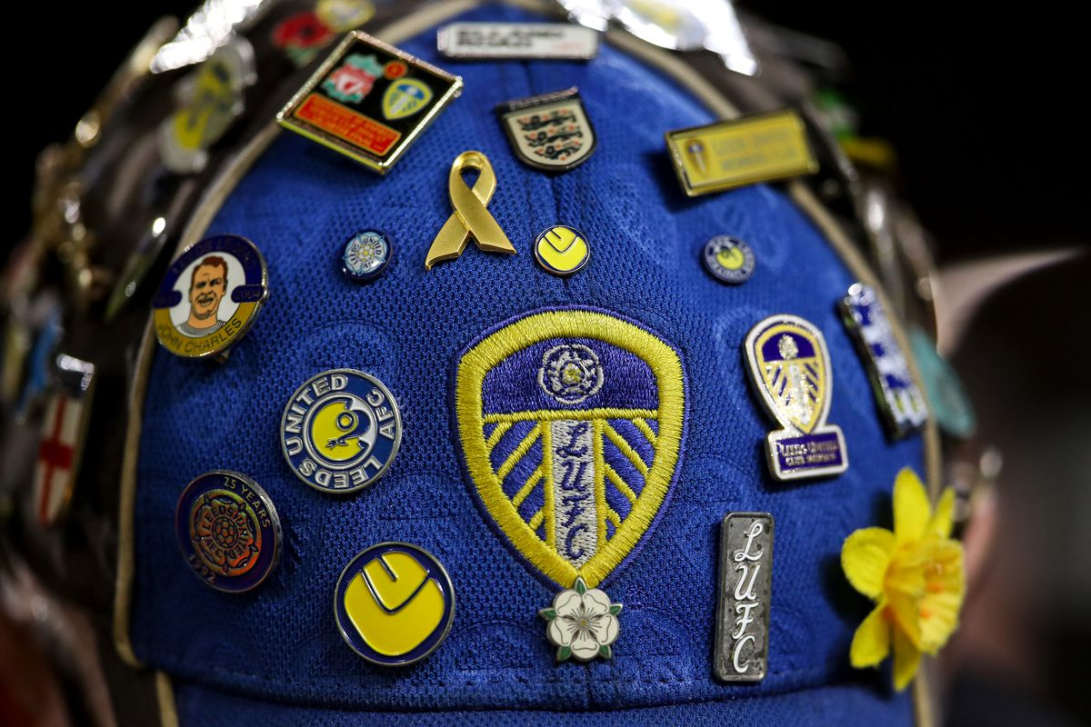 Fans react to new Leeds United centenary crest unveiling