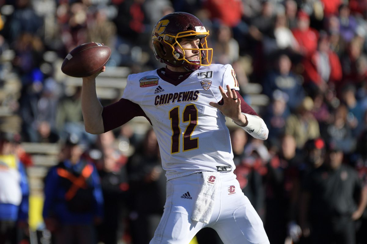 Central Michigan Chippewas quarterback Quinten Dormady throws the ball in the third quarter against the San Diego State Aztecs during the New Mexico Bowl at Dreamstyle Stadium.