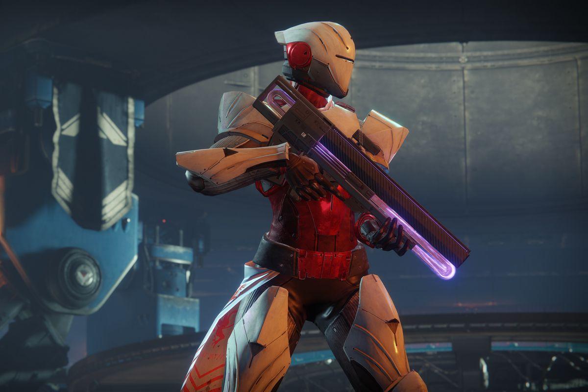 Destiny 2 - Titan holding Graviton Lance