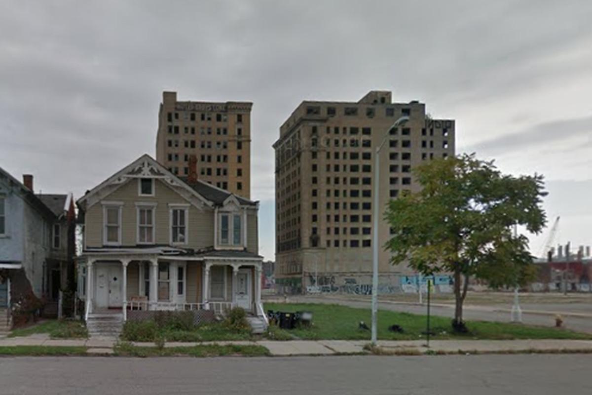 """Photos via <a href=""""http://www.zillow.com/homedetails/2712-Cass-Ave-Detroit-MI-48201/88690280_zpid/""""> Zillow</a><br>"""