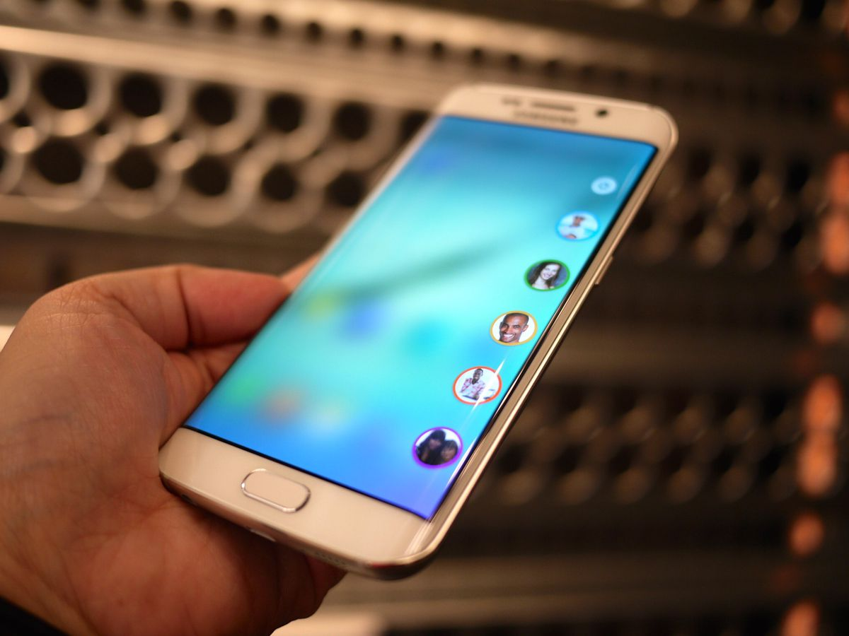 The Galaxy S6 Edge's curved display can be used for quick access to contacts.