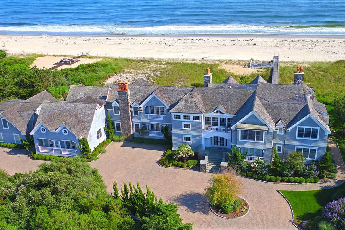 Dune road home with 10 000 square feet comes on market for for 10000 square feet house