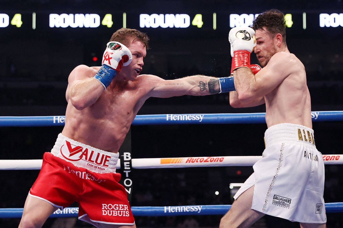 1292190833.0 - Highlights: Canelo has his way against Smith