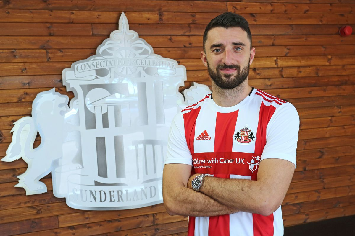 Sunderland Unveil New Signing Conor McLaughlin