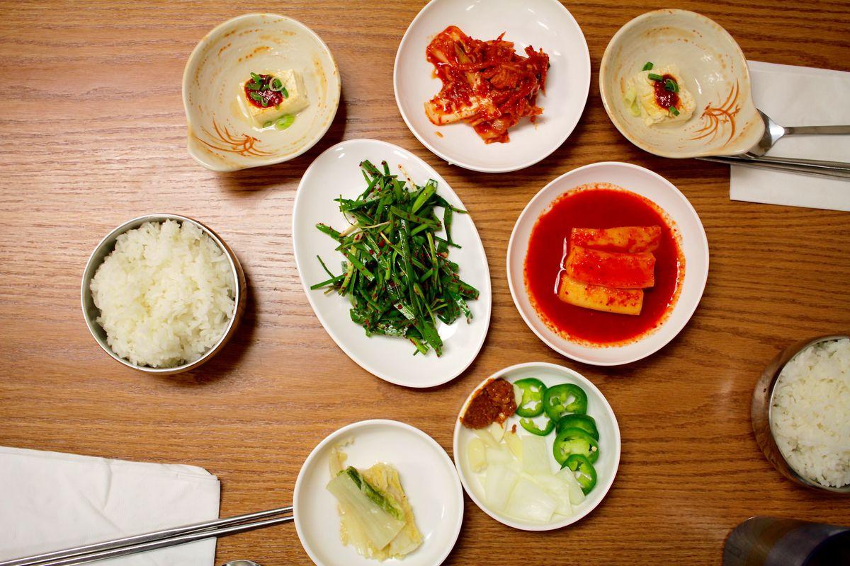 Jinsol Gukbap Table