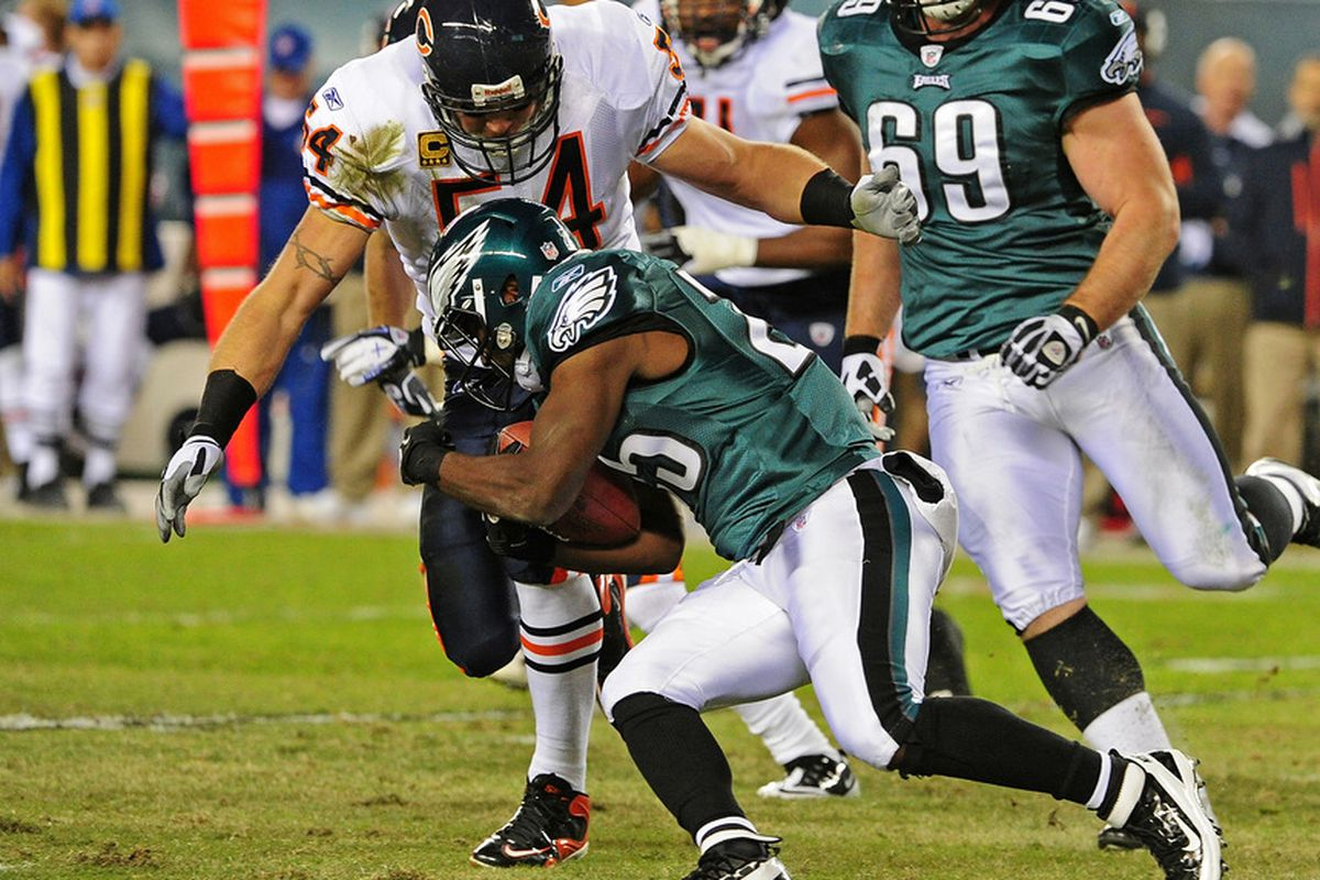 PHILADELPHIA, PA - NOVEMBER 7: Brian Urlacher #54 of the Chicago Bears tackles LeSean McCoy #25 of the Philadelphia Eagles at Lincoln Financial Field on November 7, 2011 in Phildelphia, Pennsylvania. (Photo by Scott Cunningham/Getty Images)