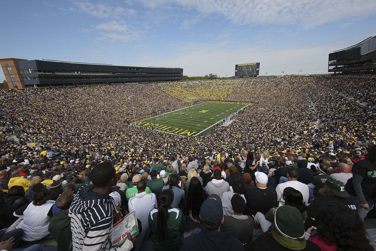 I know, I know. I'm not a big fan of Michigan myself, but it's Michigan's day AND it's great to see a packed house in one of the great stadiums in America.