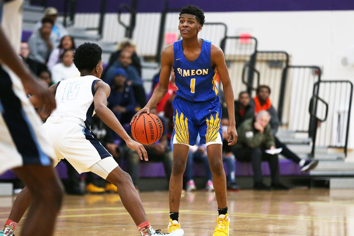 Simeon's Jaylen Drane (1) sets up the Wolverines' offense as they play Hillcrest.