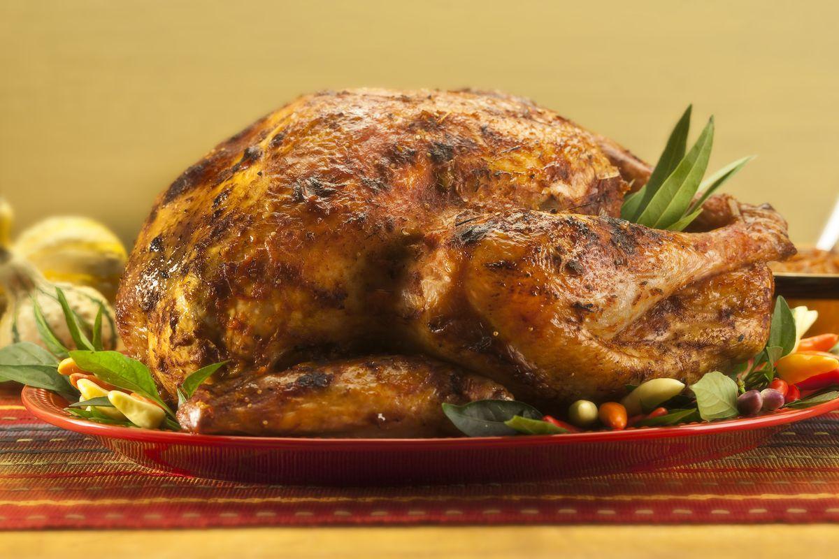 PREPARING THANKSGIVING TURKEY