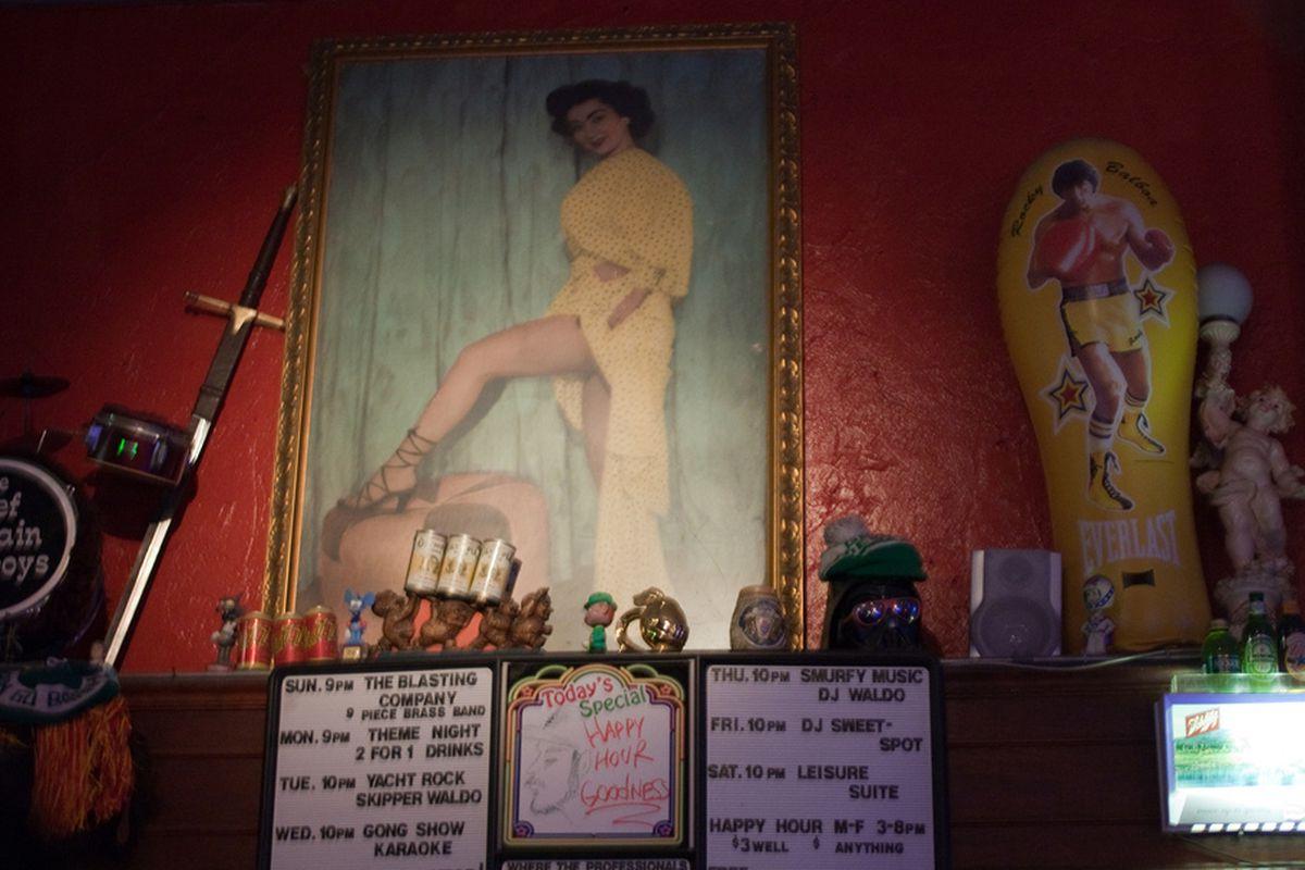 Inside Bar 107, Downtown