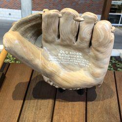 Glove memorializing Old Hoss Radbourn being in the HOF? Points: +1