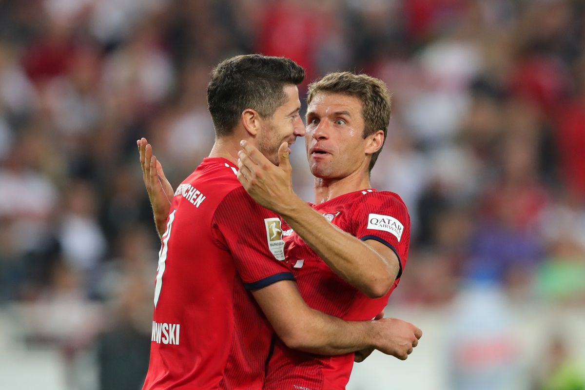 STUTTGART, GERMANY - SEPTEMBER 01: Thomas Mueller of Bayern Munich celebrates with teammate Robert Lewandowski after scoring his team's third goal during the Bundesliga match between VfB Stuttgart and FC Bayern Muenchen at Mercedes-Benz Arena on September 1, 2018 in Stuttgart, Germany.