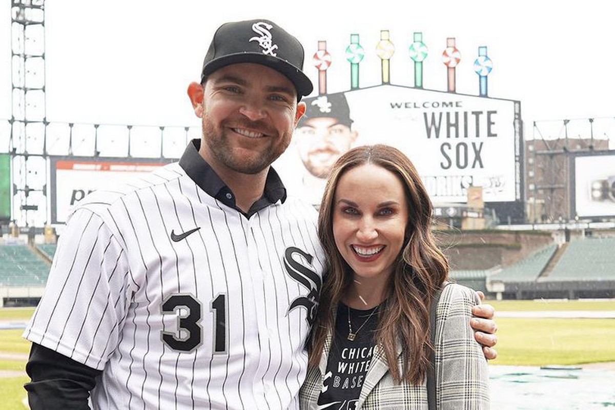 White Sox closer Liam Hendriks and his wife Kristi are donating meals to front line responders.