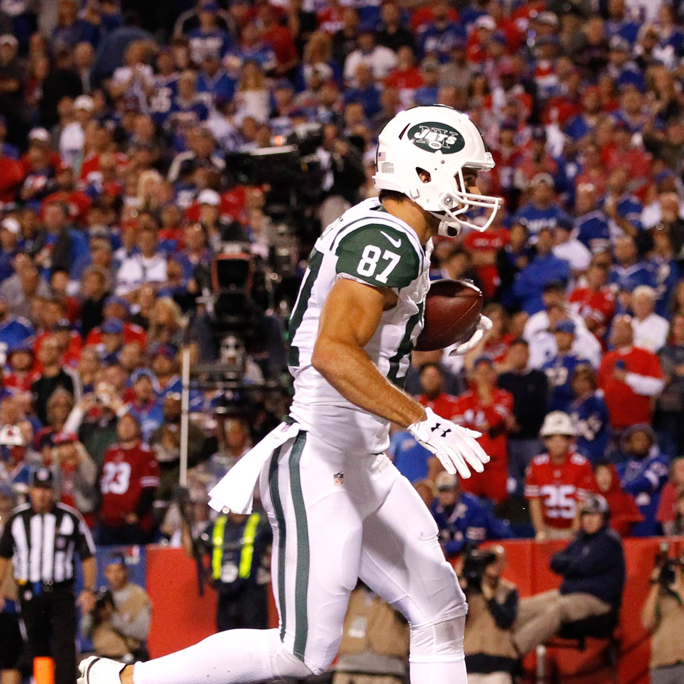 b0263192 Eric Decker signs with Titans, giving Marcus Mariota another new ...