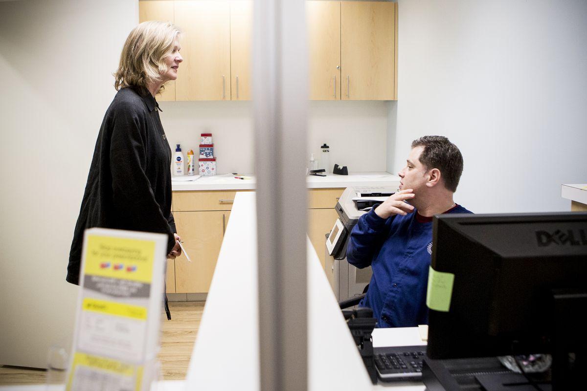 Maureen Neal talks with administrative assistant John Starkey.