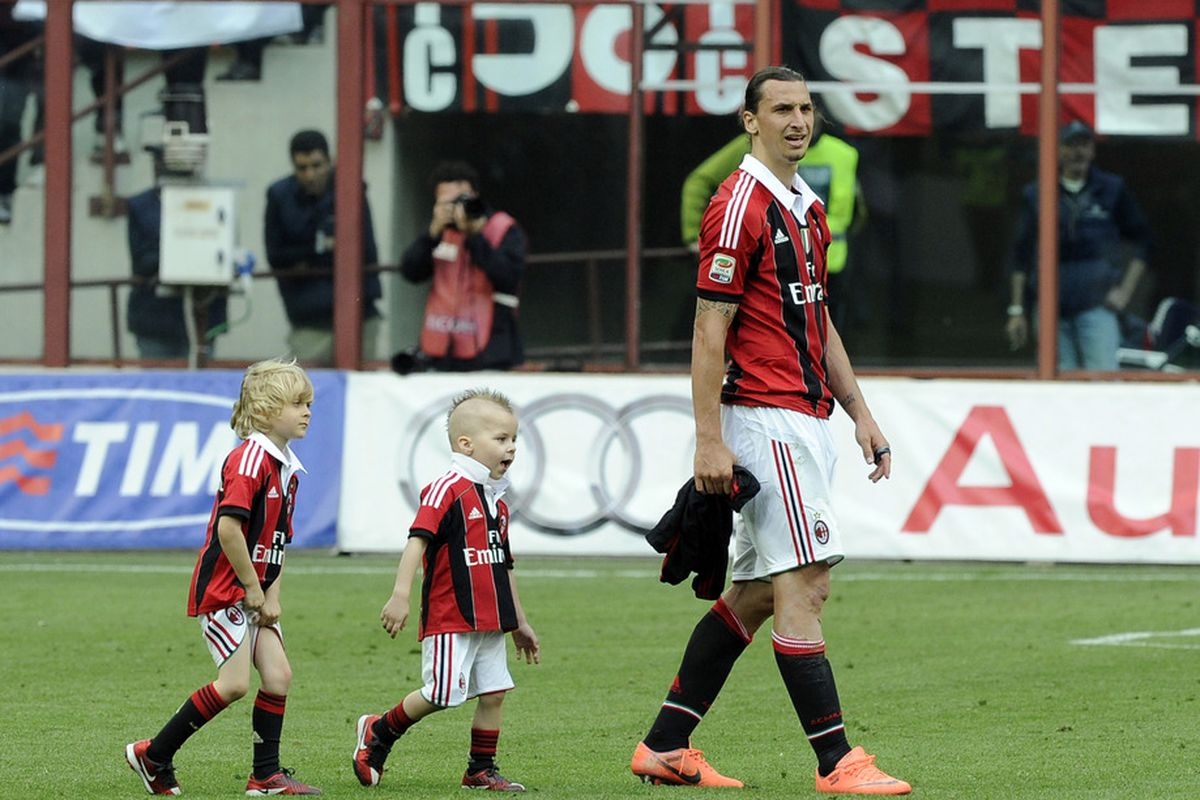 MILAN, ITALY - MAY 13:  Zlatan Ibrahimovic of AC Milan and his children after the Serie A match between AC Milan and Novara Calcio at Stadio Giuseppe Meazza on May 13, 2012 in Milan, Italy.  (Photo by Claudio Villa/Getty Images)