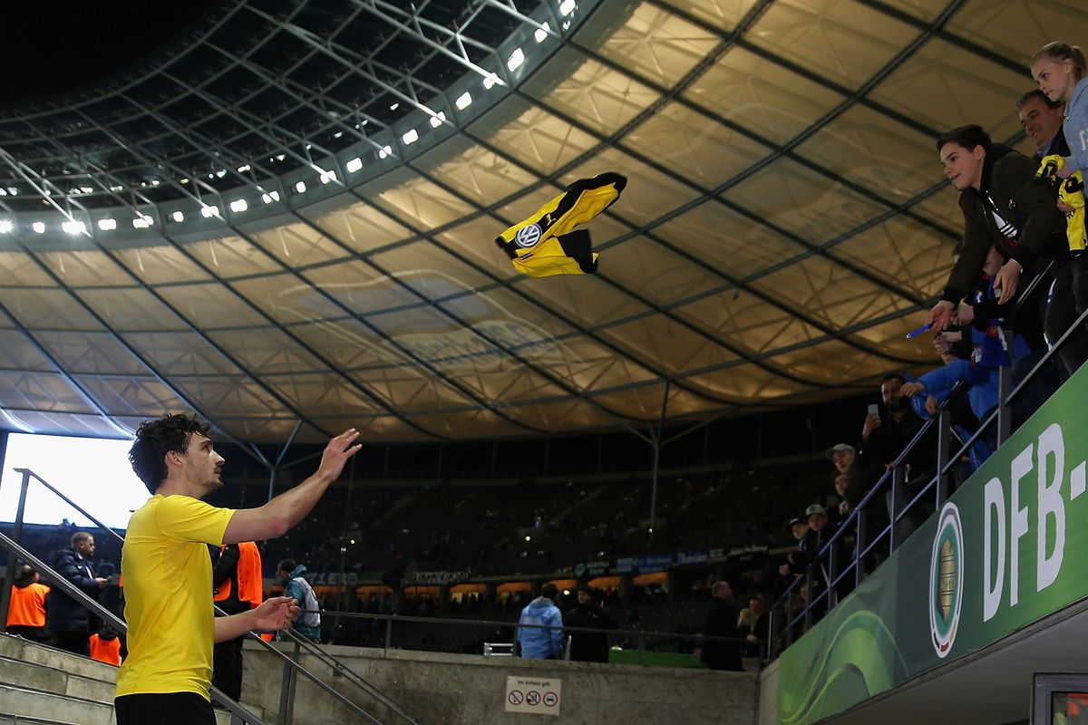 Hummels tosses his jersey to a fan following a victory against Hertha Berlin in the DFB-Pokal Semifinals.