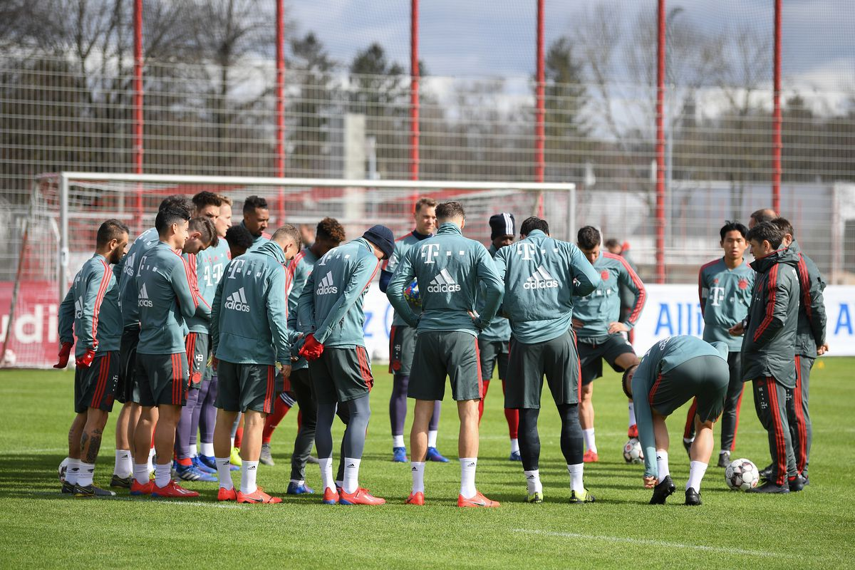 MUNICH, GERMANY - MARCH 16: (EXCLUSIVE COVERAGE) Head coach Niko Kovac of FC Bayern München gives instructions to the players during a training session at Saebener Strasse training ground on March 16, 2019 in Munich, Germany.