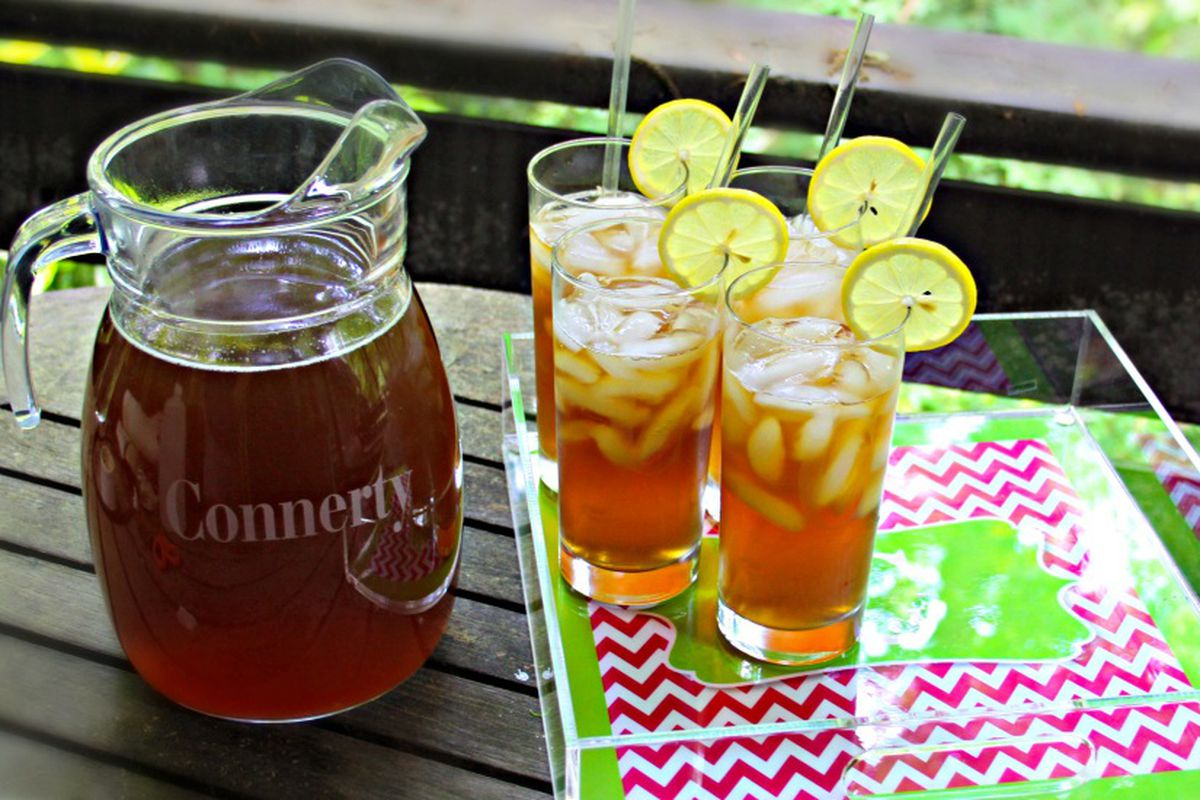 A pitcher and glasses of sweet tea