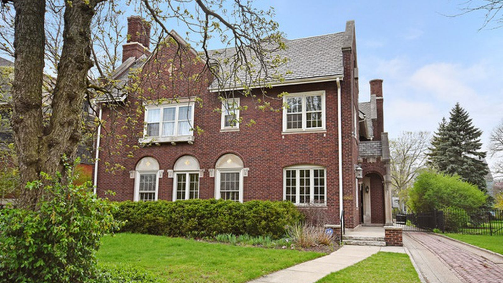 Alfred alschuler designed mansion in kenwood shaves 400k for Mansions for sale in chicago