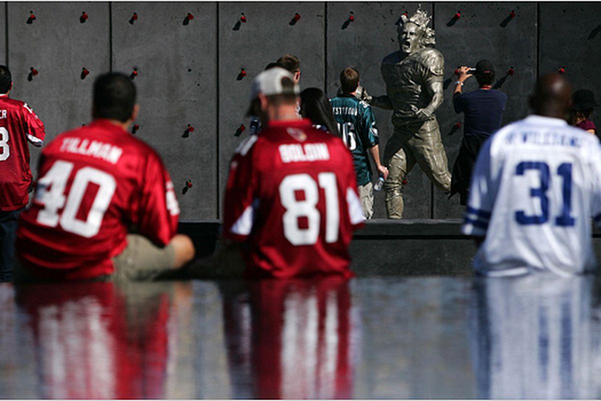 "via <a href=""http://graphics8.nytimes.com/images/2009/01/31/sports/tillman2_600.jpg"">graphics8.nytimes.com</a>"