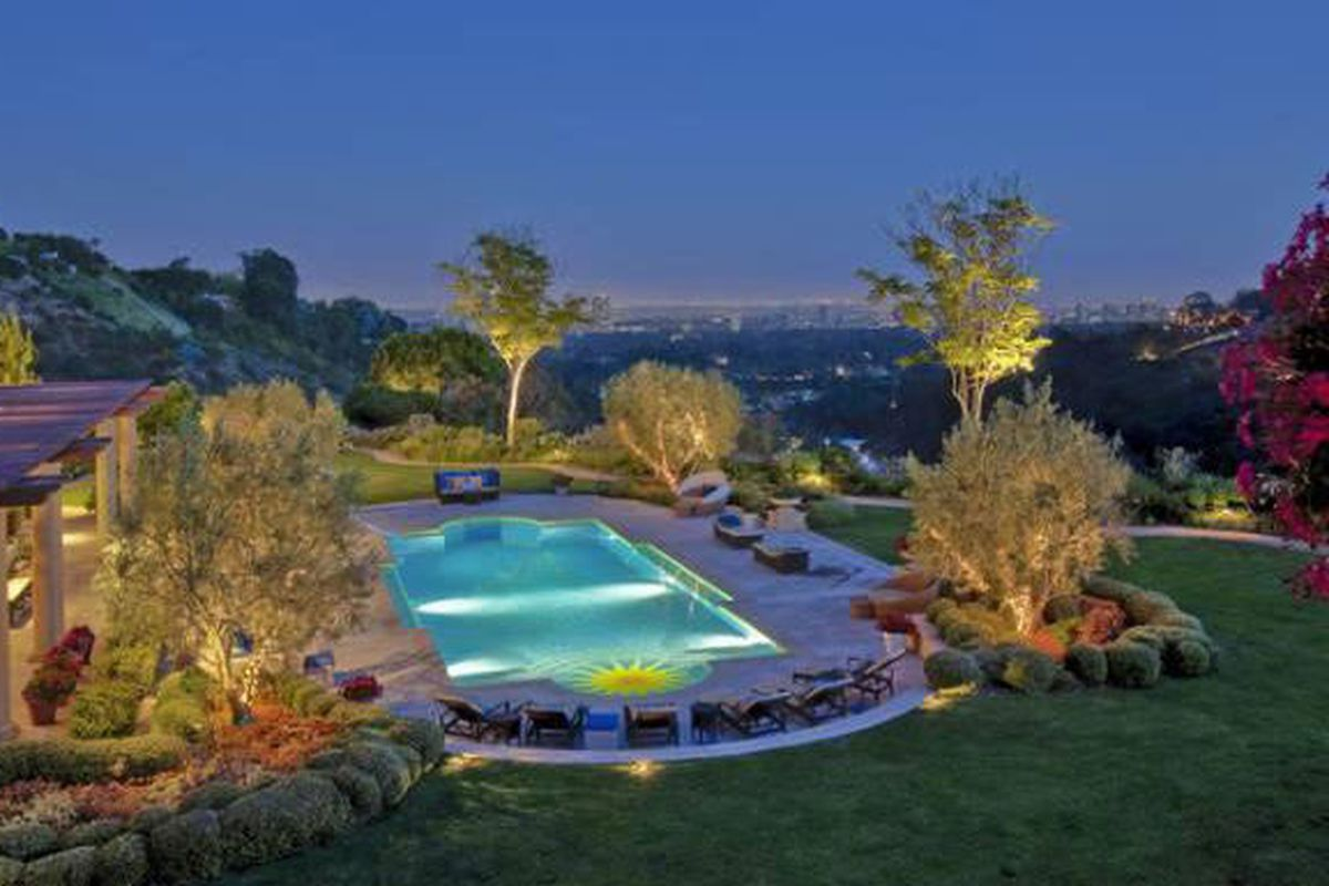 """Image via <a href=""""http://la.curbed.com/archives/2013/03/guess_cofounder_armand_marciano_asking_544mm_in_benedict.php"""">Curbed</a>"""
