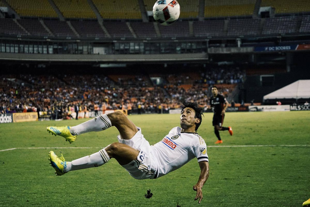Walter Restrepo goes for a bicycle kick against D.C. United.