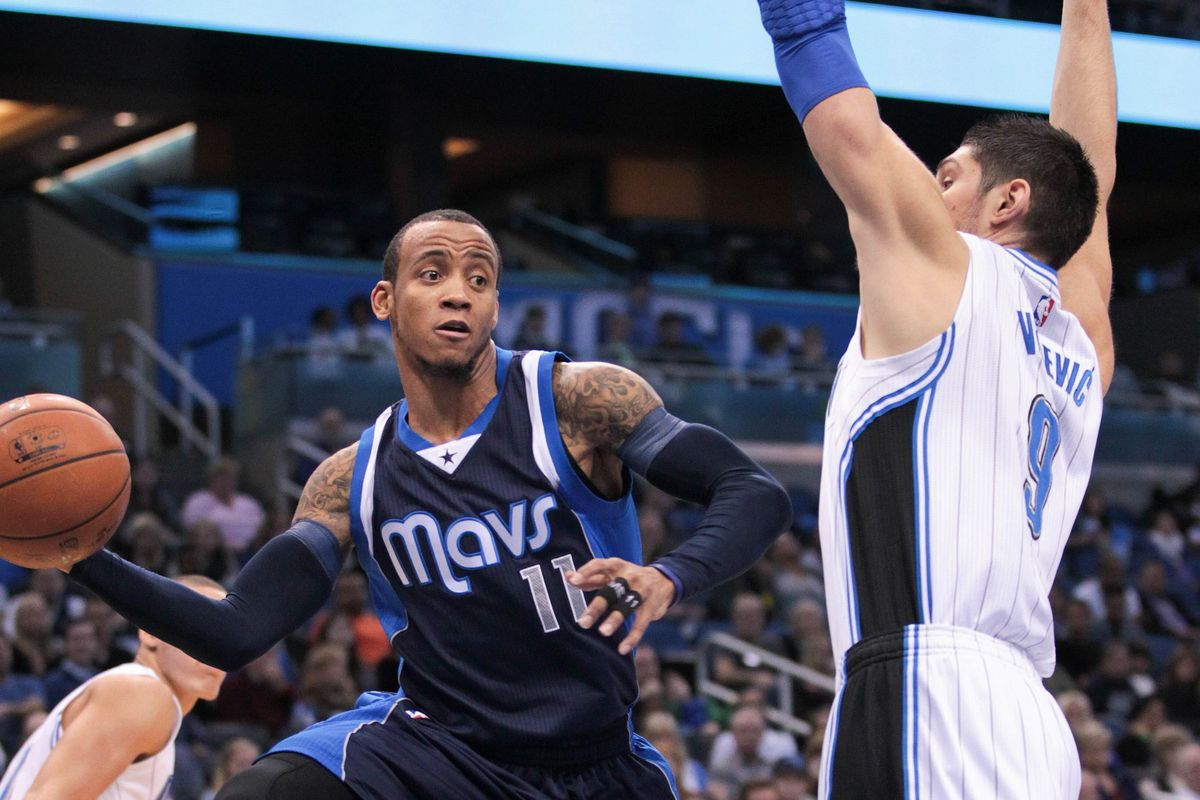 Monta Ellis recorded 25 points and 13 assists to lead the Mavs Saturday.