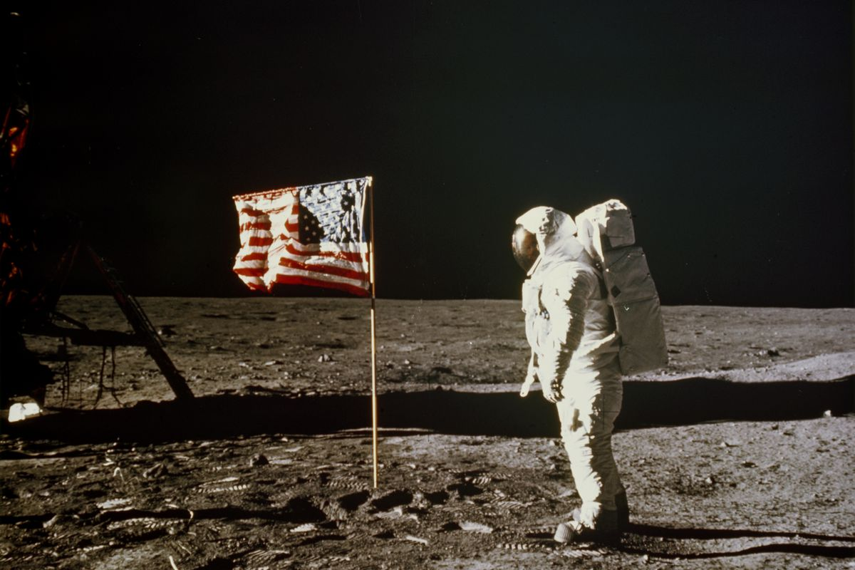 APOLLO XI - First manned mission to succesfully land on the