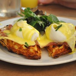 """Eggs Huntington from Buttermilk Channel by <a href=""""http://www.flickr.com/photos/nycblondieandbrownie/5530455503/in/pool-eater/"""">nycblondieandbrownie</a>."""