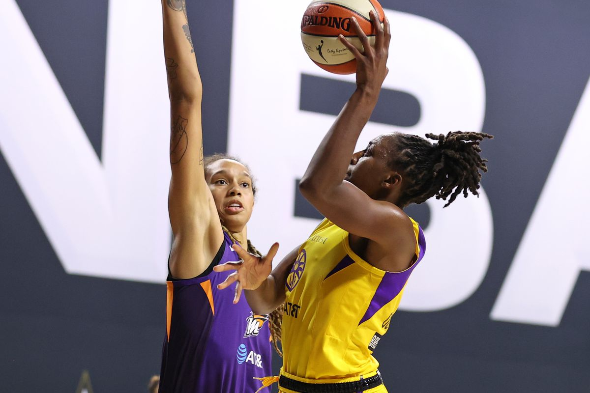 Nneka Ogwumike of the Los Angeles Sparks shoots the ball against the Phoenix Mercury on July 25, 2020 at Feld Entertainment Center in Palmetto, Florida.