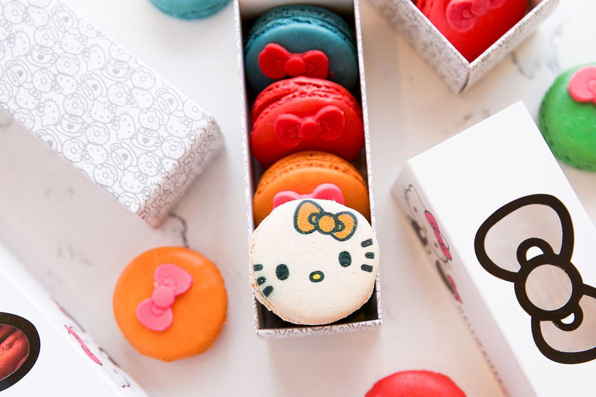 Hello Kitty macaron set
