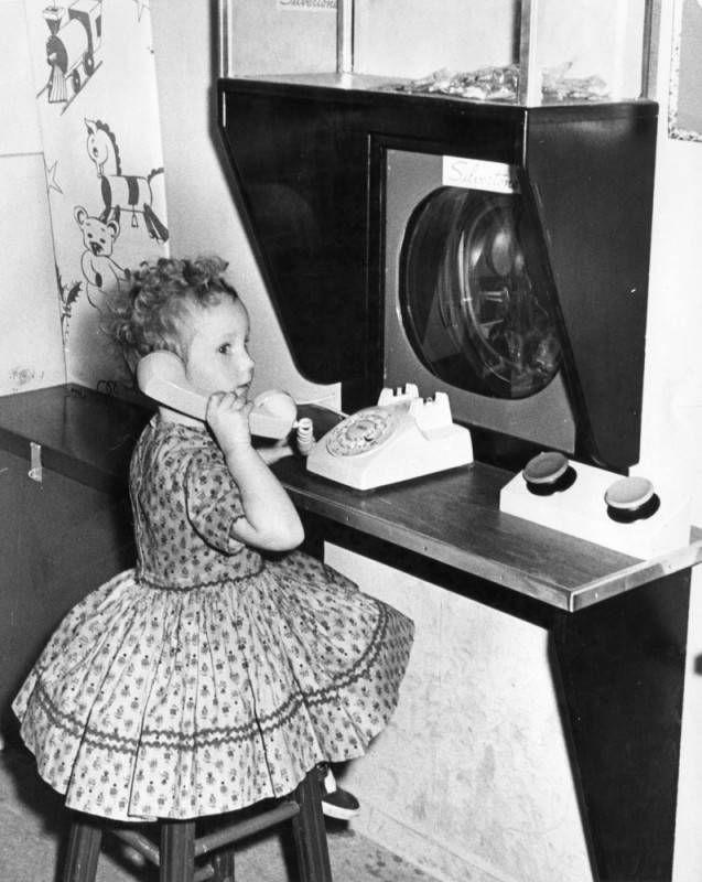 Girl at Sears calling Santa