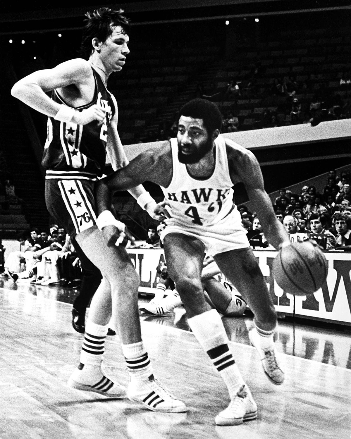 Connie Hawkins to the basket against 76ers