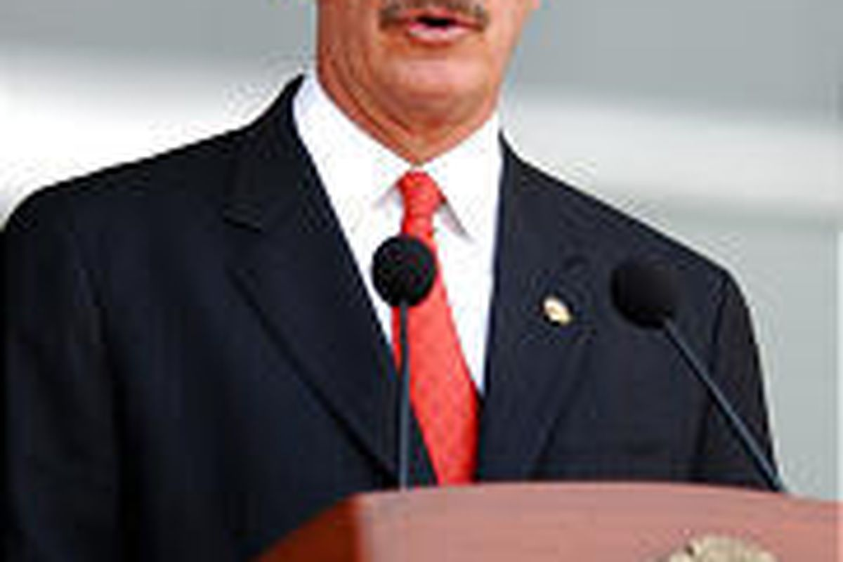 Mexican President Vicente Fox has reshuffled his Cabinet in the wake of rising unemployment.
